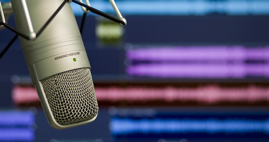 microphone with back ground of audio recording software
