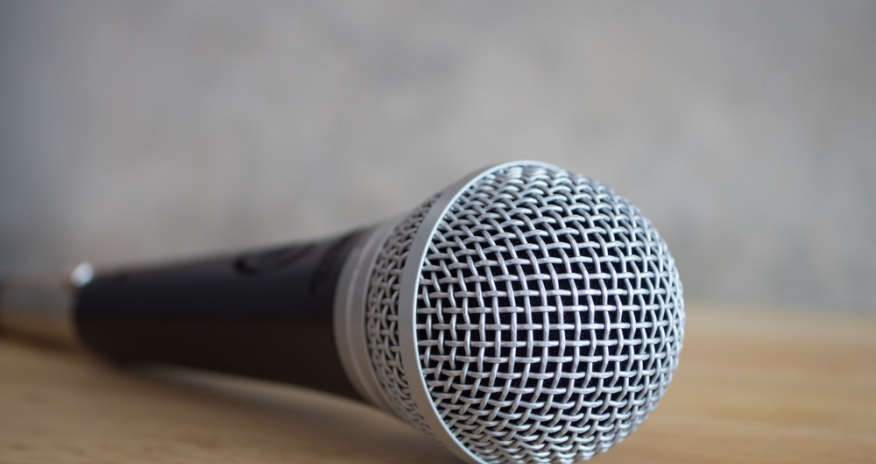 a photo of a microphone